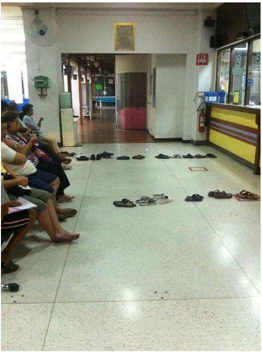 20130503_West Indies method of queueing at the post office